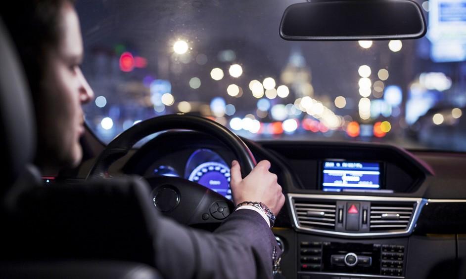 החוק והשימוש בטלפון הנייד בזמן נהיגה