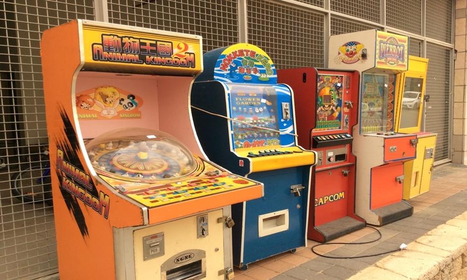 נתניה: מכונות משחק אסורות הוחרמו בפיצוציה