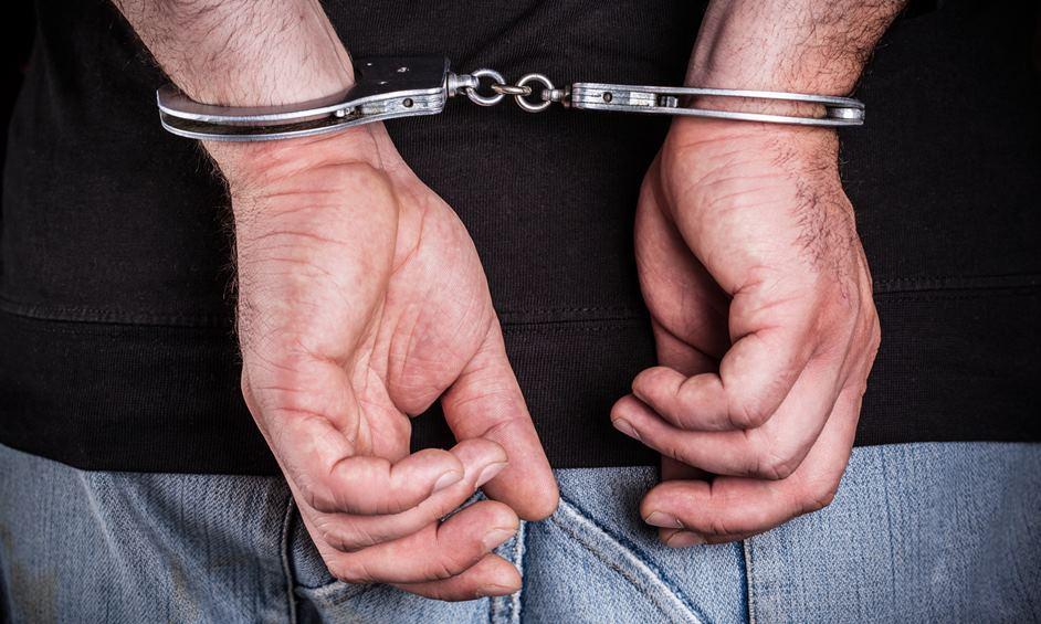 נעצר חשוד בביצוע עבירת מין בצעירה