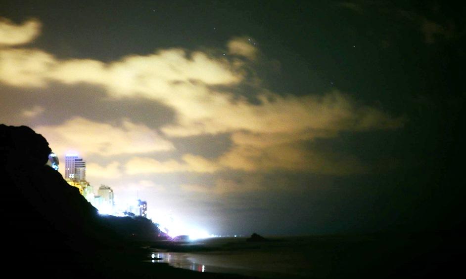 נתניה בלילה/ צילום דניאל עזר