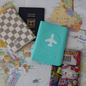 למה דרכון משעמם, אם אפשר כיסוי מתאים שגם ישמור עליו