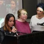תלמידים מנתניה כתבו והציגו אוגדן בו סיפור חייהם של 12 ניצולי שואה