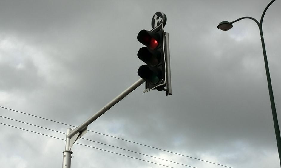 נתניה: רמזור נפל בין מכוניות נוסעות