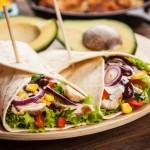 טורטייה מקסיקנית במילוי רצועות פרגית, חרדל ודבש