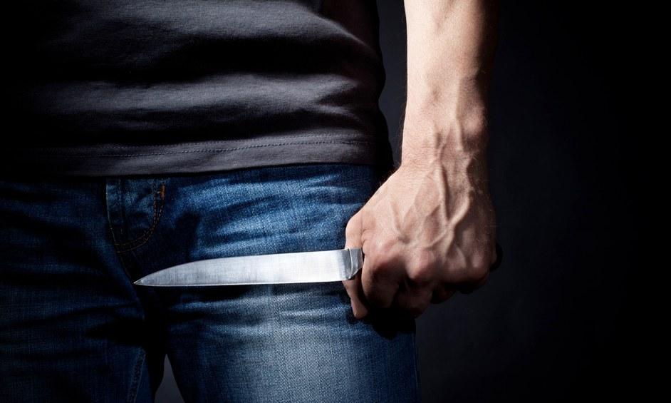 אישום: תושב נתניה שלף סכין וניסה לדקור עובד בחנות