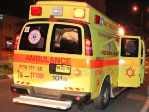 """נתניה: תגובה מהירה של מד""""א הצילה בן 70 שהתמוטט ברחוב"""