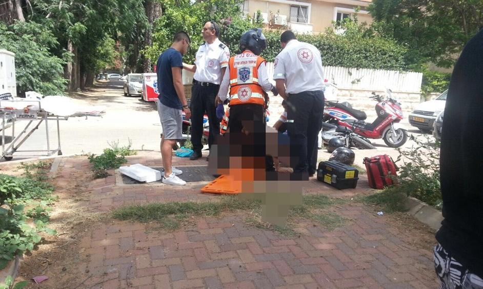 נתניה: רוכב קטנוע נפגע מרכב