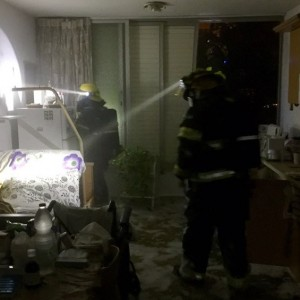 נזק כבד נגרם לדירה. צילום דוברות כיבוי אש נתניה