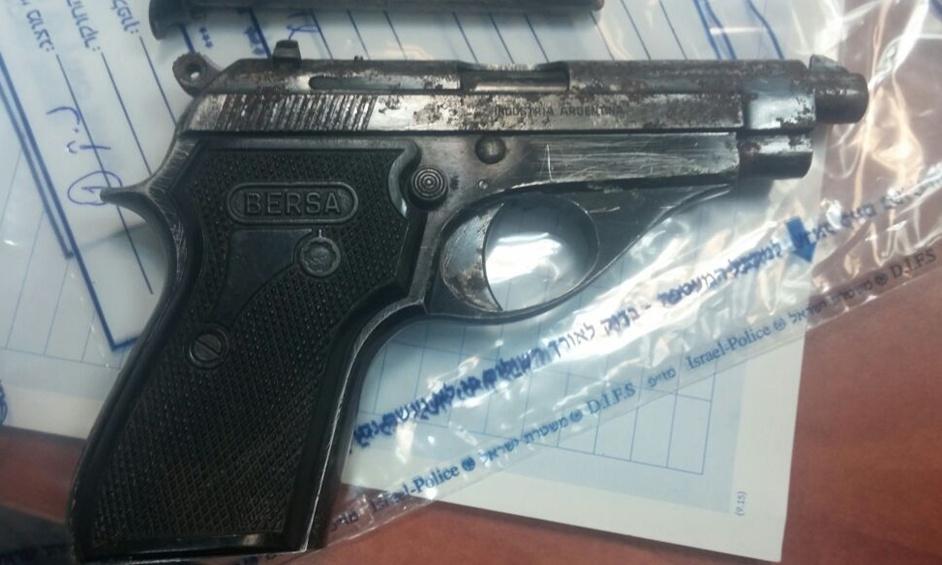 נתניה: אקדח וסמים נתפסו ברכב