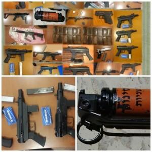 """חלק מכלי הנשק ומהאמל""""ח שנתפסו. צילום חטיבות דוברות המשטרה"""