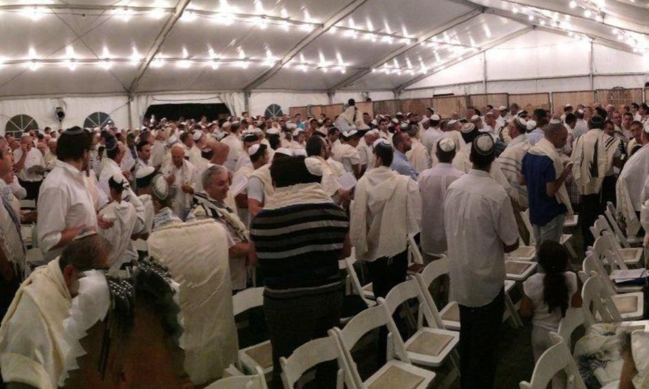 אלפים צפויים להתפלל בבתי הכנסת הפתוחים של חבד
