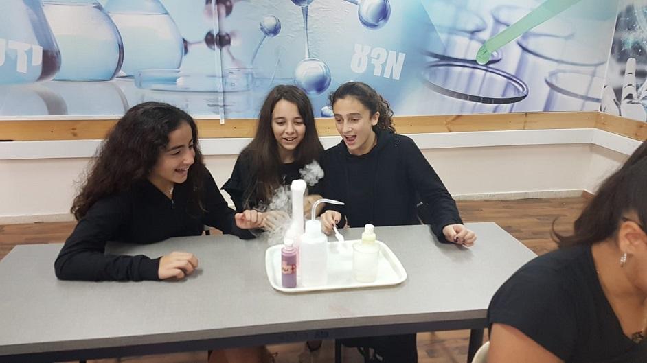 תלמידי ריגלר לומדים במכון ויצמן