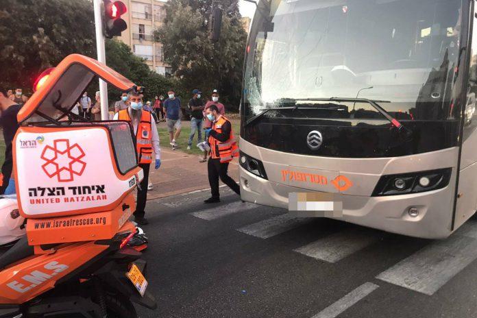 בן 84 נהרג מפגיעת אוטובוס בשכונת קריית נורדאו נתניה