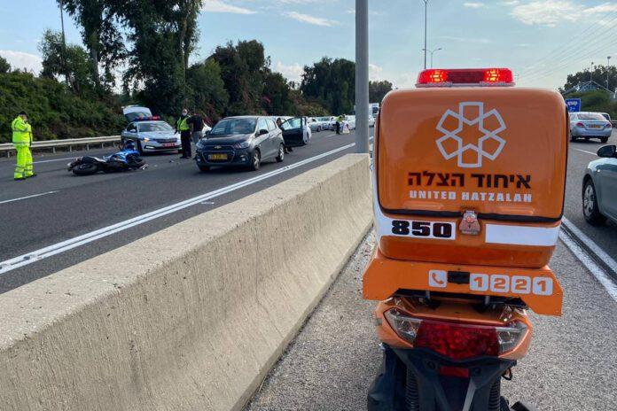 תאונת אופנוע בסמוך - מחלף נתניה. צילום איחוד הצלה