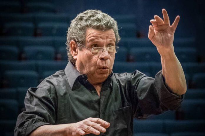 אבי אוסטרובסקי ינצח שוב על תזמורת נתניה הקאמרית קיבוצית. צילום יח