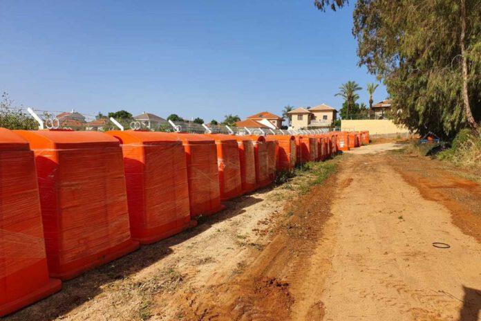 המהפכה הכתומה בכפר יונה: מאות פחים כתומים הוצבו