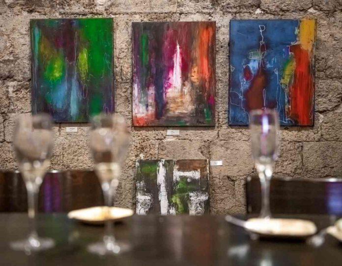 כשאמנות ויין נפגשים. מאות נחשפו ליצירותיה של האמנית אנה עייש המתגוררת בנתניה, בתערוכה המתקיימת במרתפי יקבי כרמל זכרון יעקב.