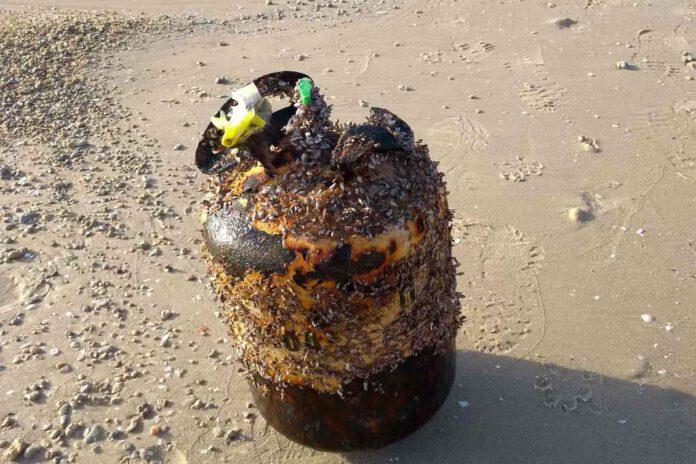 הדיווח על מיכל גז חלוד המכיל בתוכו גז, התקבל באפליקציית SeaWatch של החברה להגנת הטבע. עיריית נתניה פינתה את המיכל.