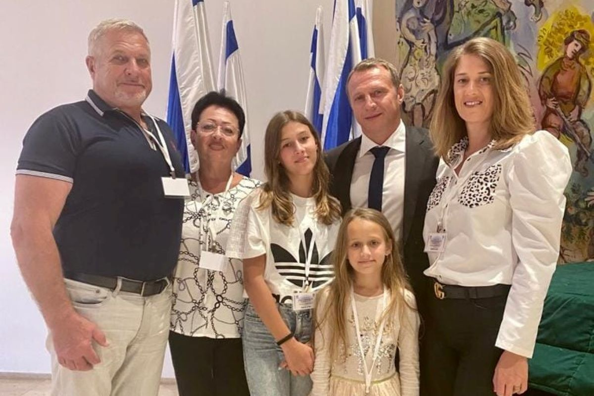 בני משפחתו של יואל רזבוזוב בטקס למינויו לתפקיד שר התיירות