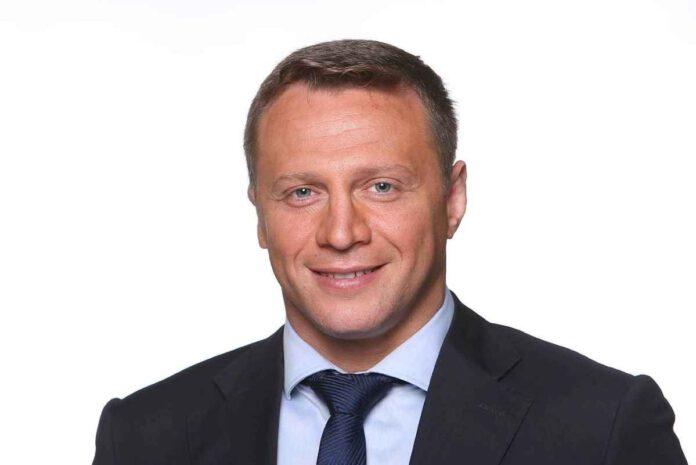 יואל רזבוזוב, לשעבר חבר מועצת העיר נתניה, חבר כנסת מטעם יש עתיד וכיום שר התיירות