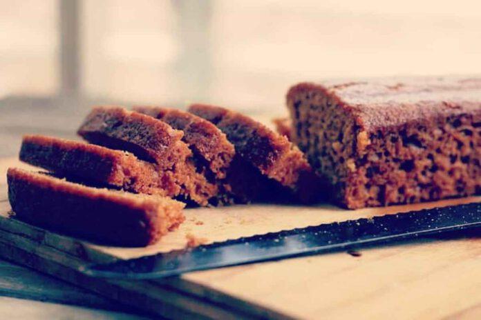רגע לפני ראש השנה, הקונדיטור סער אהרוני עם מתכון עוגת דבש ביתית מהסוג שעושה כבוד לדבש. למתכון מצורפים קישורים למתכוני עוגות דבש נוספות.
